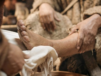 11_Jesus_washes_feet_1024